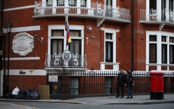 Η Βρετανία αρνείται ιατρική βοήθεια στον Τζούλιαν Ασάνζ