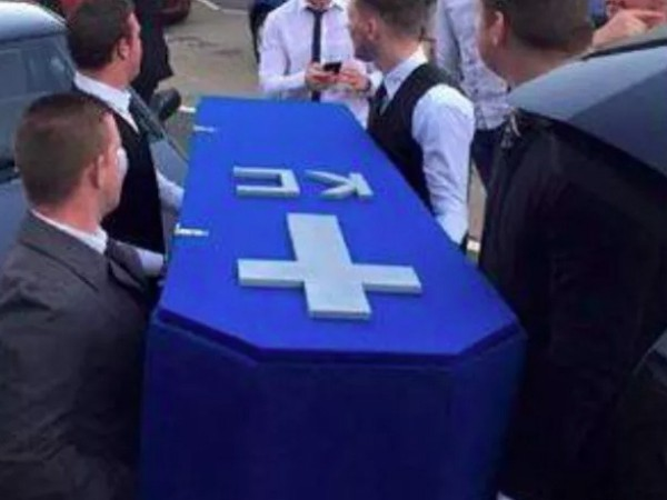 guys-throw-a-funeral-for-their-friend-who-left-them-for-a-girlfriend-4-photos-1