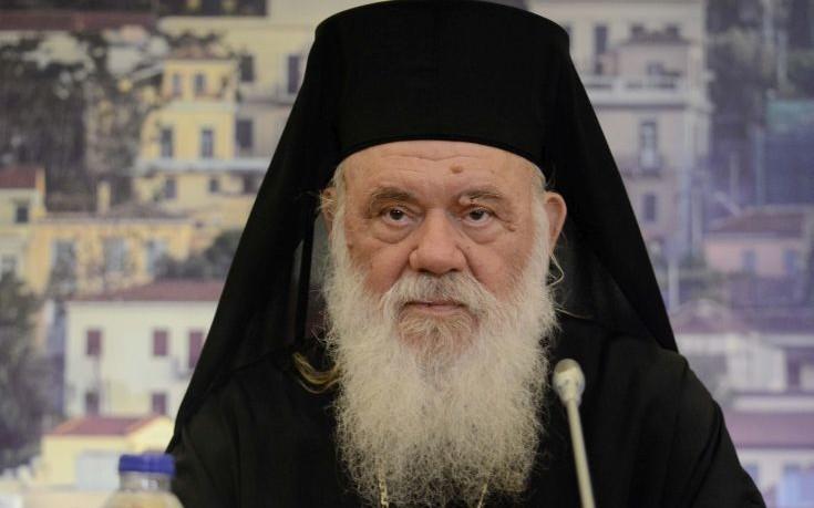 Απάντηση Ιερώνυμου για την απουσία σταυρού κατά την επίσκεψη στους πρόσφυγες στον Πειραιά