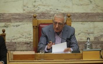 Η απουσία υπουργών από τη Βουλή εξόργισε τον Κακλαμάνη