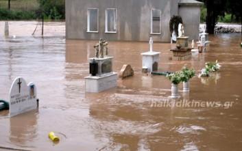 «Πνίγηκε» η Κασσάνδρα Χαλκιδικής από τη βροχή