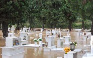 Νεκροταφείο στην Κασσάνδρα «βούλιαξε» από τη βροχή