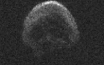 Κομήτης σε σχήμα… νεκροκεφαλής «φλερτάρει» με τη Γη