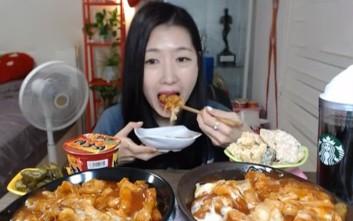 Η γυναίκα που βγάζει 4.000 δολάρια την εβδομάδα... τρώγοντας