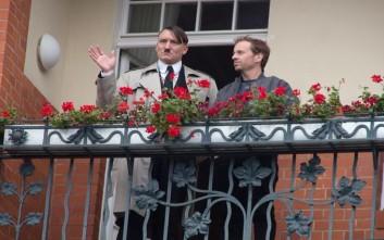 Ο Χίτλερ «επιστρέφει» και οι Γερμανοί ενθουσιάζονται