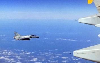 Γαλλικό μαχητικό πέταξε σε απόσταση αναπνοής από επιβατικό αεροσκάφος