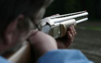 Πατέρας πυροβόλησε το θετό του γιο στα πόδια