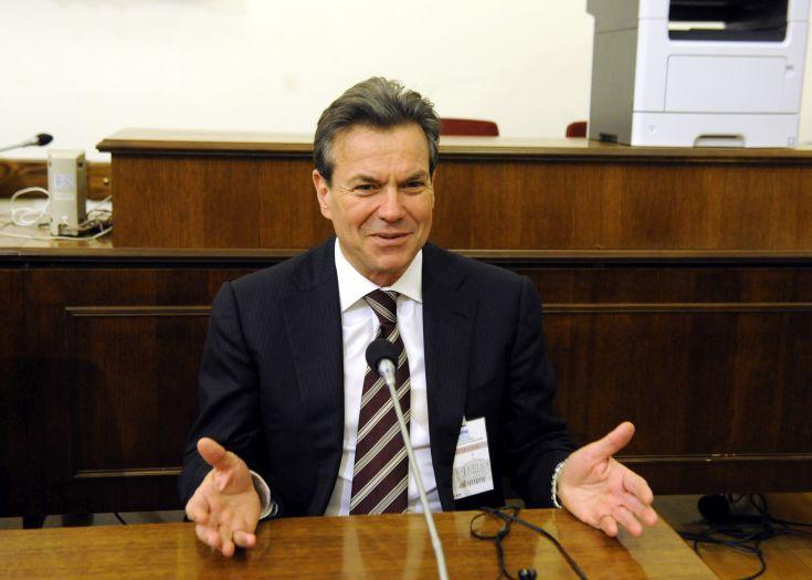 Επιτάχυνση της χορήγησης των εκκρεμών συντάξεων προαναγγέλλει ο Πετρόπουλος