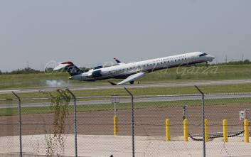 Προσγείωση αεροσκάφους με το… φτερό!