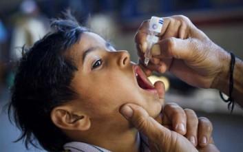 Λιγότερα παιδιά από ποτέ με πολιομυελίτιδα