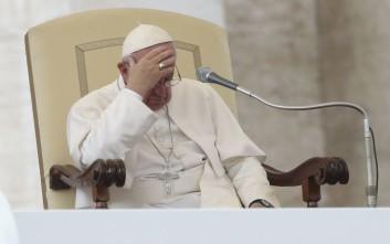 Συγγνώμη για τα σκάνδαλα σε Βατικανό και Ρώμη ζητά ο Πάπας