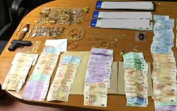 Λεία 350.000 ευρώ για σπείρα που έκλεβε ηλικιωμένους