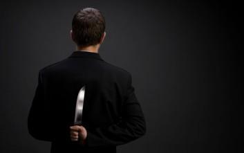 Μάλια: Βρήκε ερωτικό μήνυμα στο κινητό της γυναίκας του και της έκοψε τα μαλλιά με ένα μαχαίρι