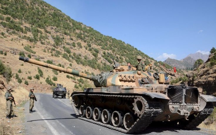 Ενίσχυση των τουρκικών δυνάμεων στα σύνορα με τη Συρία