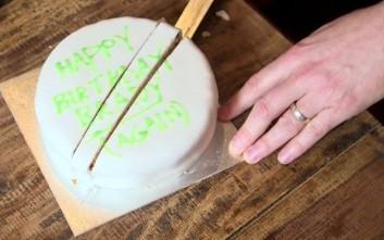 Κι όμως κόβετε με λάθος τρόπο το κέικ