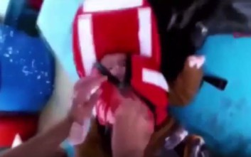 Συγκλονιστικό βίντεο διάσωσης βρέφους 18 μηνών στο Αιγαίο