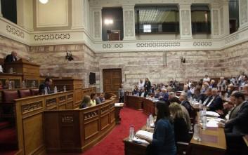 Κόντρα στη Βουλή για τις τηλεοπτικές άδειες