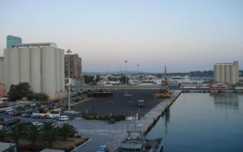 Πλοίο πάλεψε με τους ανέμους στο λιμάνι της Σούδας