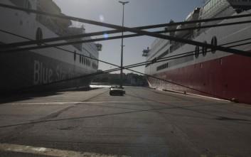 Δεμένα τα πλοία στα λιμάνια