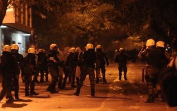 Νέες επιθέσεις με μολότοφ και πέτρες εναντίον ΜΑΤ στα Εξάρχεια
