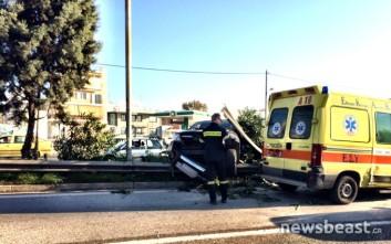 Όχημα καρφώθηκε σε διάζωμα της εθνικής οδού Αθηνών - Λαμίας