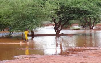 Στις 42.000 οι εκτοπισμένοι από τις πλημμύρες στη Σομαλία