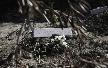 Στο χώμα με την ένδειξη «Άγνωστος»