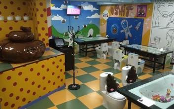 Η πιο αηδιαστική καφετέρια με... τουαλέτες για καθίσματα