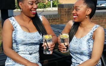 Μαμά και κόρη σαν δίδυμες αδερφές!