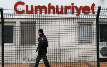 Στο δρόμο χιλιάδες Τούρκοι για την φυλάκιση δημοσιογράφων