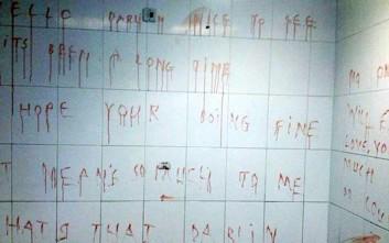 Το τρομακτικό μήνυμα γραμμένο με αίμα σε σταθμό λεωφορείων