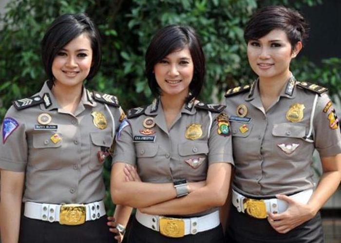 police_girls_01
