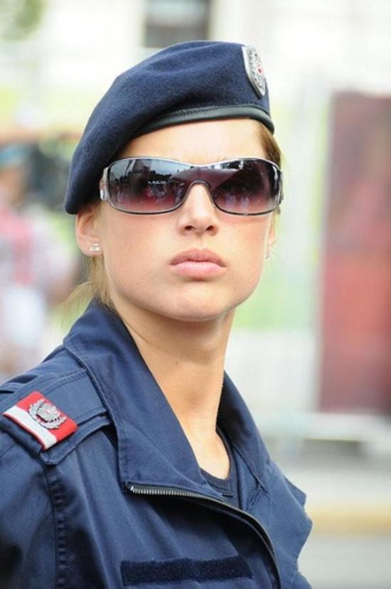 police_girls_02