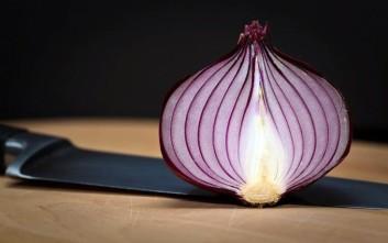 Πώς να κόψετε κρεμμύδι χωρίς να ρίξετε ούτε ένα δάκρυ