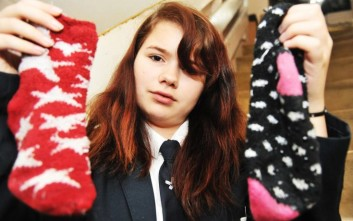 Έδιωξαν μαθήτρια από το σχολείο γιατί φορούσε... κάλτσες