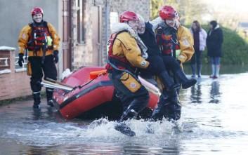 Στρατός στους δρόμους της Αγγλίας για τις πλημμύρες