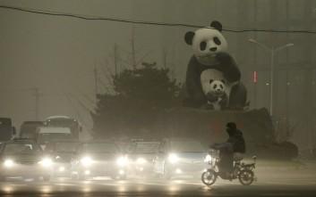 Χάνεται μέσα στο νέφος το Πεκίνο
