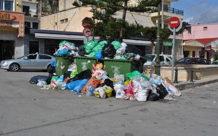 Γεμάτη σκουπίδια η Ζάκυνθος