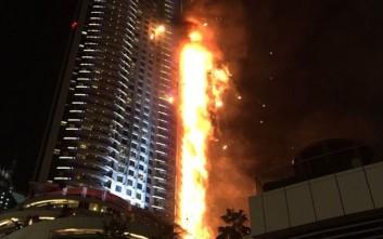 Στις φλόγες ουρανοξύστης στο Ντουμπάι
