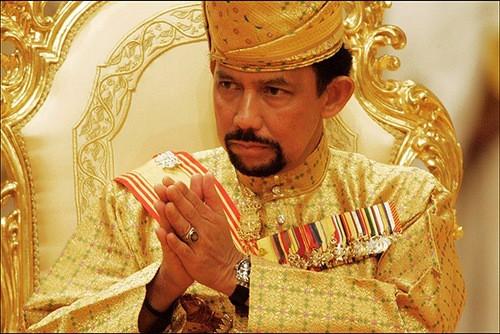 Ο σουλτάνος του Μπρουνέι απαγόρευσε τα Χριστούγεννα