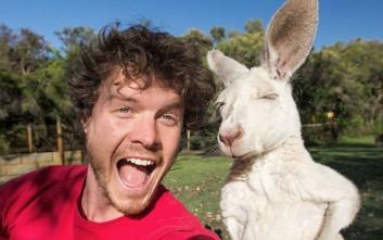 Ο άνδρας που έχει μανία με τις «ζωο-selfie»