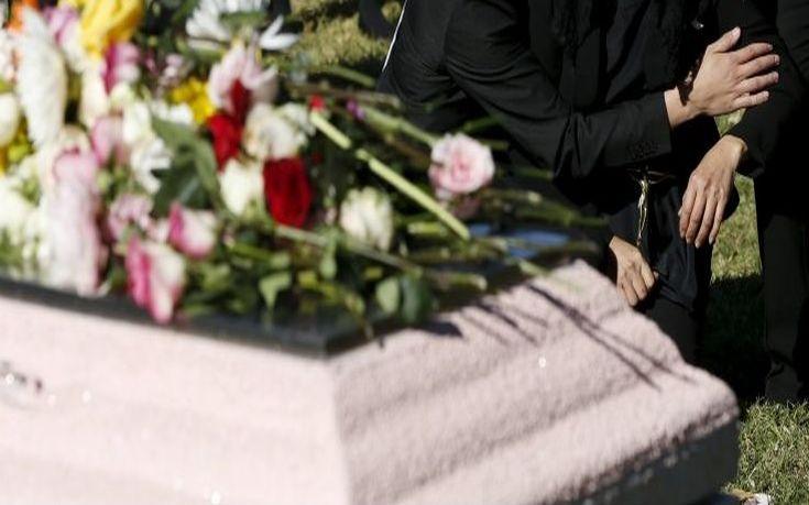 Μπέρδεψαν τα φέρετρα σε κηδεία σε χωριό της Βοιωτίας