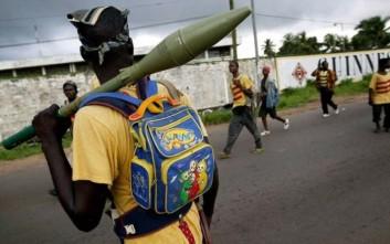 Οι σουρεαλιστικές φωτογραφίες των νεαρών Αφρικανών πολεμιστών