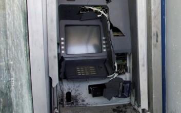 Άγνωστοι έβαλαν φωτιά σε ΑΤΜ στο Κουκάκι