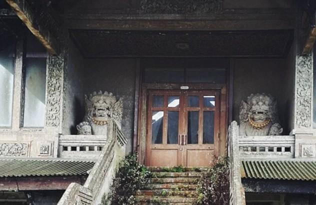 Το μυστηριώδες ξενοδοχείο-φάντασμα του Μπαλί που δεν άνοιξε ποτέ
