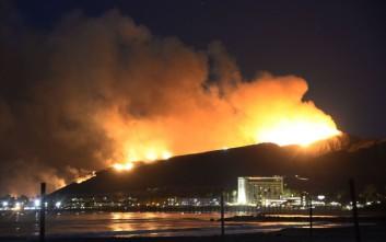 Πυρκαγιά απειλεί πετρελαϊκές εγκαταστάσεις στην Καλιφόρνια