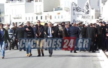 Ένταση στην πορεία για τον Γρηγορόπουλο στη Σύρο