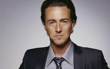 Ο ηθοποιός Edward Norton συγκέντρωσε 387.000 δολάρια για Σύρο πρόσφυγα