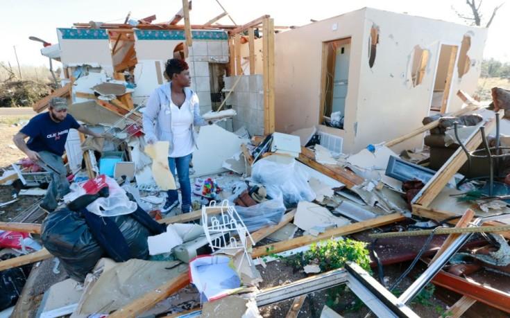 Καταιγίδες, πλημμύρες και ανεμοστρόβιλοι άφησαν πίσω 41 νεκρούς στις ΗΠΑ