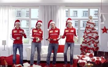 Οι οδηγοί της Ferrari λένε τα κάλαντα